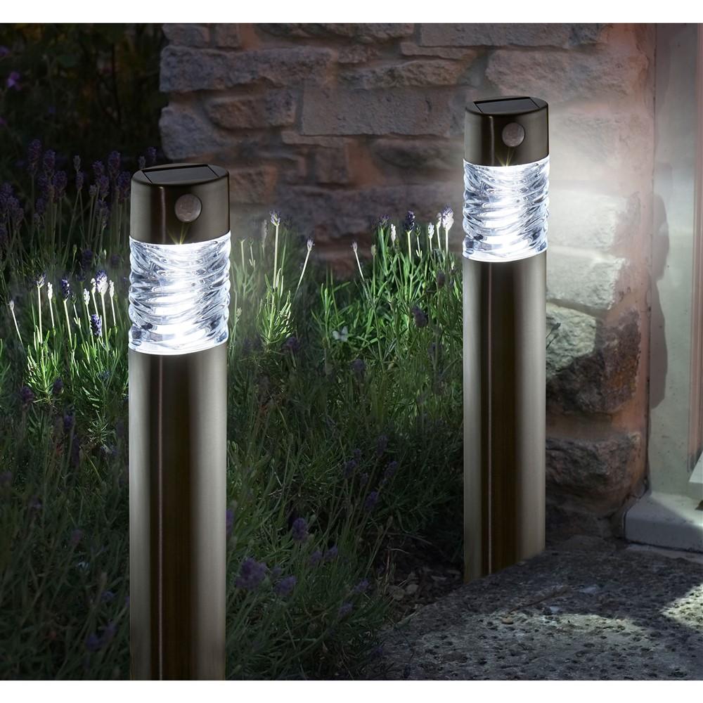 Quel type de lampe solaire peut-on trouver pour son jardin ?
